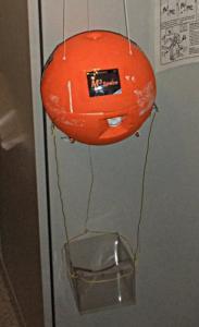 Kapsel mit Aufhängung und Behälter für Niedrigdruckexperimente